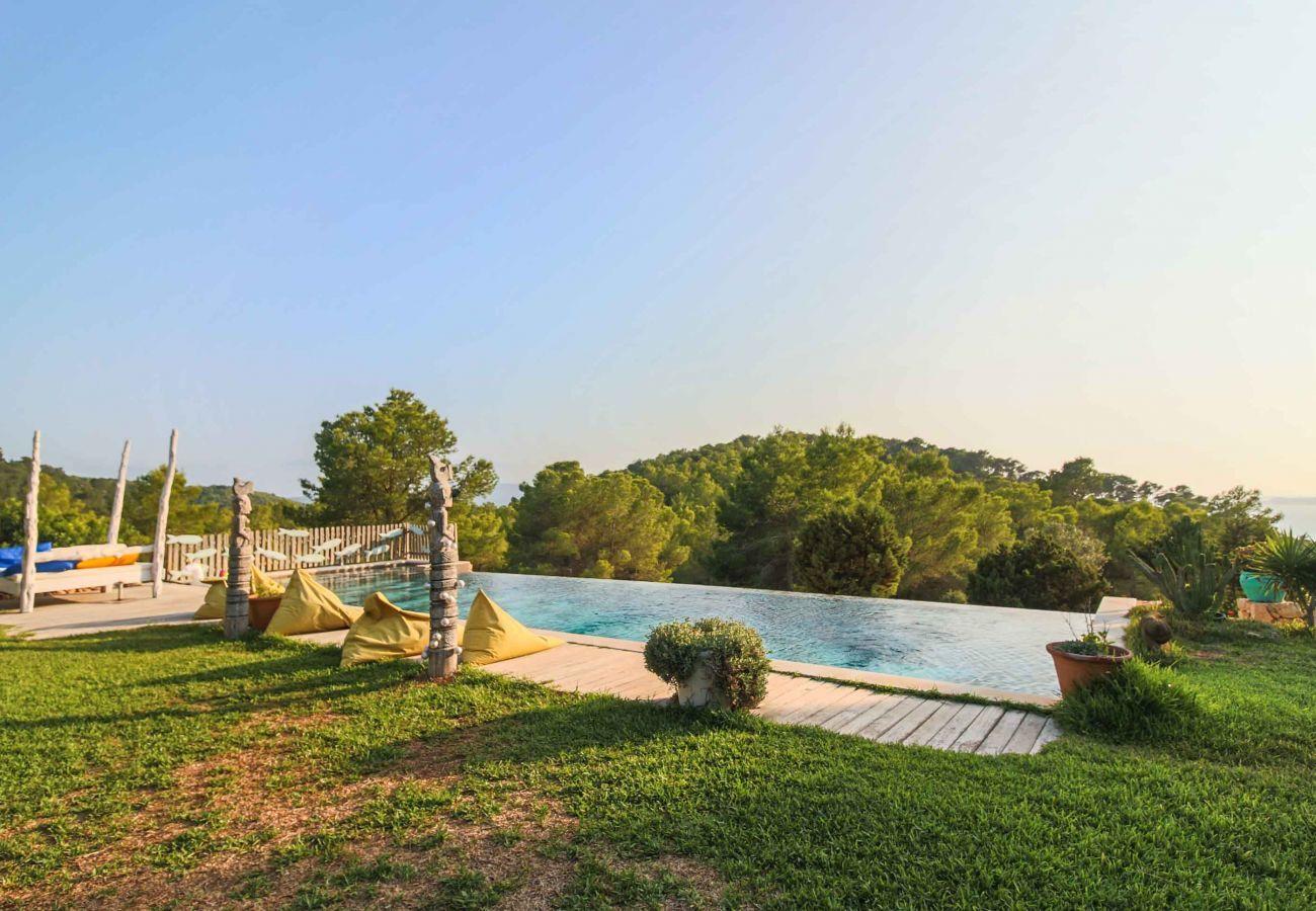 Piscine et vues de la Villa Sarahmuk Ibiza