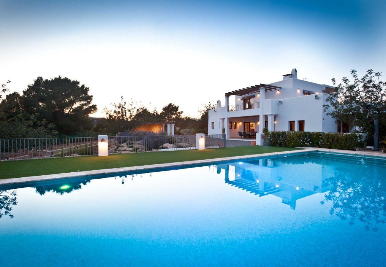 Villa de luxe Numy à Ibiza, avec sa piscine